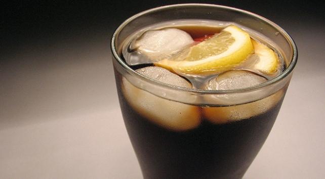 Bir kutu gazlı içeceğin içinde 10 küp şeker var