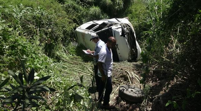 Minibüs dereye düştü: 1 ölü, 6 yaralı