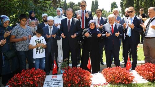 Cumhurbaşkanı, 15 Temmuz şehitlerinin kabirlerini ziyaret etti