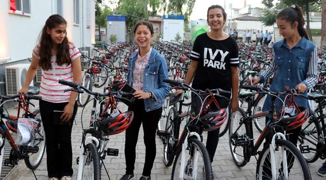 TEOGda başarılı öğrencilere bisiklet hediye edildi