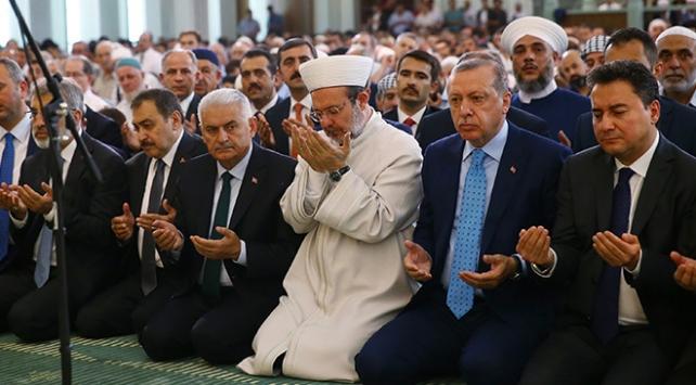 Cumhurbaşkanı Erdoğan, sabah namazını Millet Camisinde kıldı