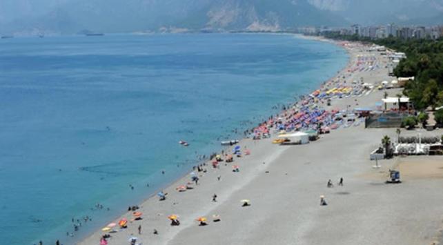 Nemden bunalan Antalyalılar sahillere akın etti