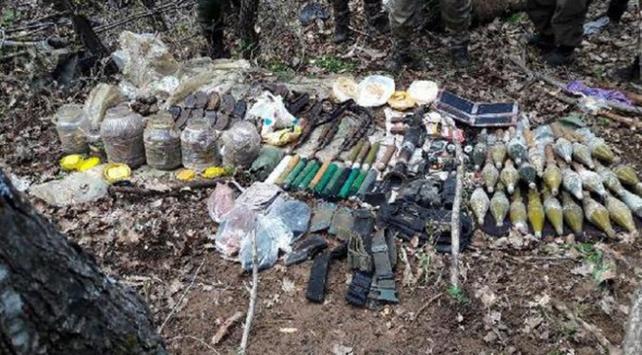PKKya ait çok sayıda silah mühimmatı ele geçirildi