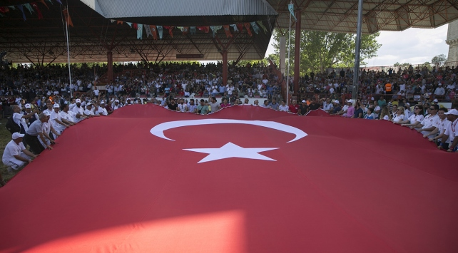 Kırkpınar Er Meydanında dev Türk bayrağı açıldı