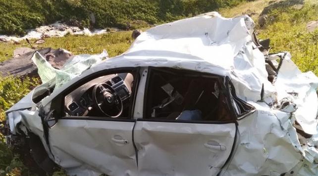 Otomobil uçuruma devrildi: 4 ölü