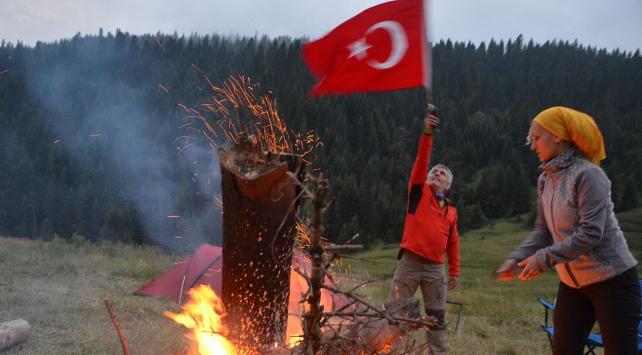 """""""15 Zirvede 15 Demokrasi Ateşi"""""""