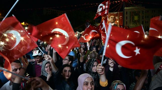 Yurt genelinde vatandaşlar demokrasi nöbetlerini sürdürdü