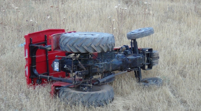 Diyarbakırda traktör devrildi: 4 yaralı