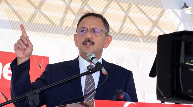 Bakan Özhaseki, demokrasi nöbeti tutan vatandaşlara hitap etti