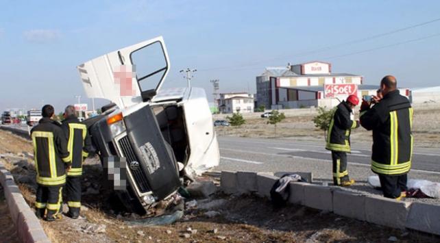 Minibüsle otomobil çarpıştı: 14 yaralı