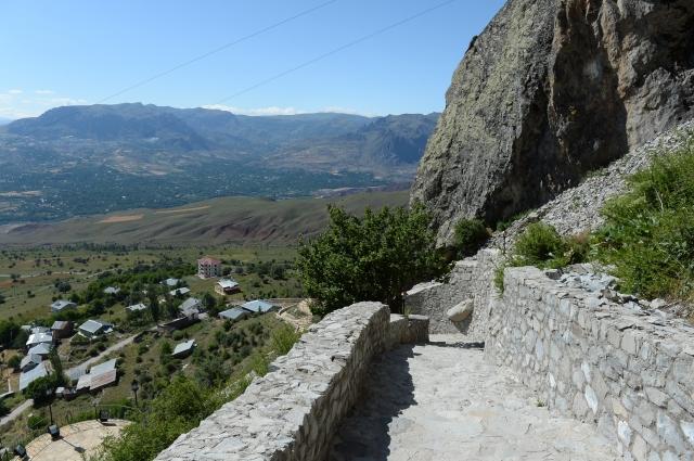 """""""Kayaya oyma manastır"""" turistleri bekliyor"""