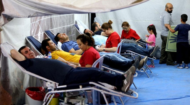 Vatandaşlar demokrasi nöbetlerinde kan bağışına koştu