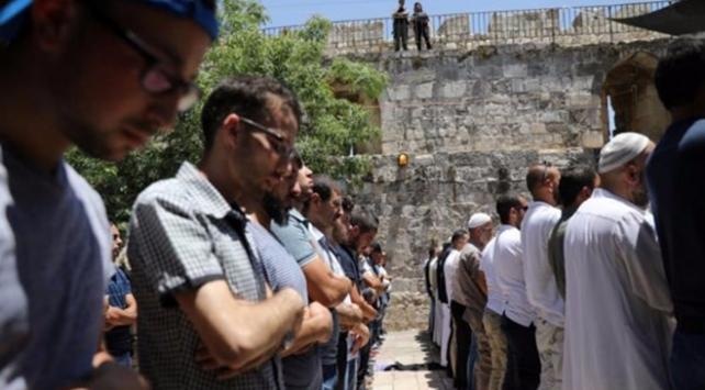 Yahudi yerleşimciler, İsrail polisi ile Aksaya girdi
