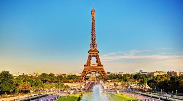 Pariste turistlere yönelik güvenlik önlemleri artırıldı