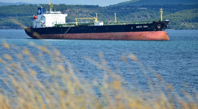Çanakkale Boğazında dev gemi karaya oturdu