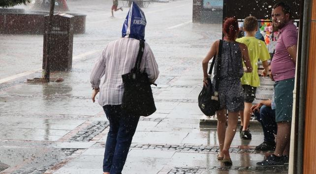 Edirnede sağanak yağış etkili oluyor