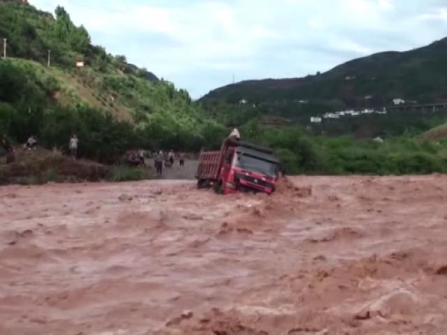 Doğu ve Güney doğu Asya ülkelerinde şiddetli yağış durmuyor