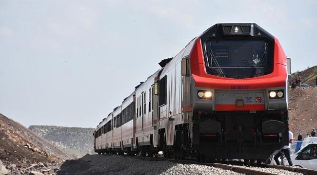 Bakü-Tiflis-Kars demiryolu ilk yolcularını taşıdı