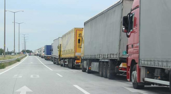 Bulgaristana açılan sınır kapılarında tır kuyruğu