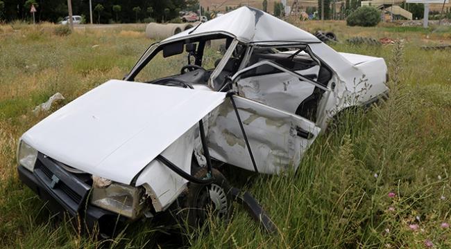 Askeri araçla otomobil çarpıştı: 1 ölü, 4 yaralı
