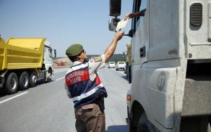 Jandarmadan hafriyat kamyonlarına denetim