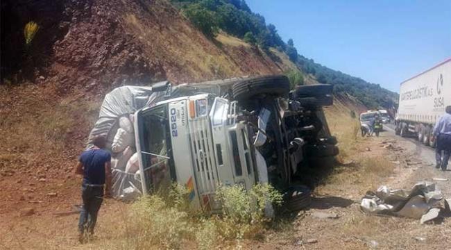 Konyada kamyonla otomobil çarpıştı: 4 yaralı