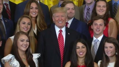 Gazetecilerden Trumpı terleten soru