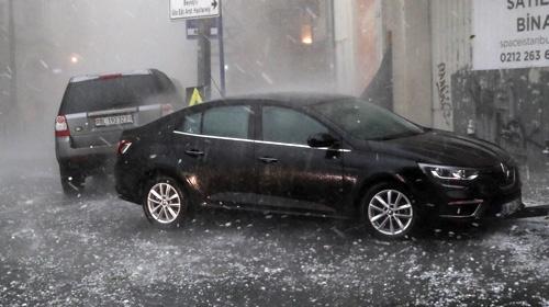 İstanbulda şiddetli dolu yağışı