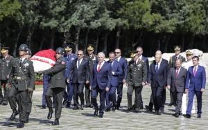 YAŞ üyeleri Anıtkabiri ziyaret etti