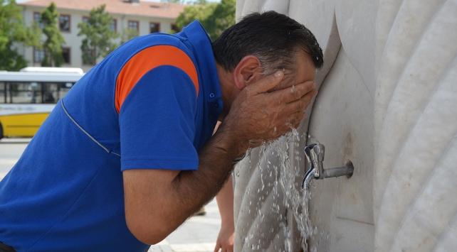 Aşırı sıcaklar vatandaşlara zor anlar yaşattı