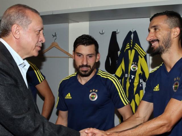 Cumhurbaşkanı Erdoğan futbolcuları tebrik etti