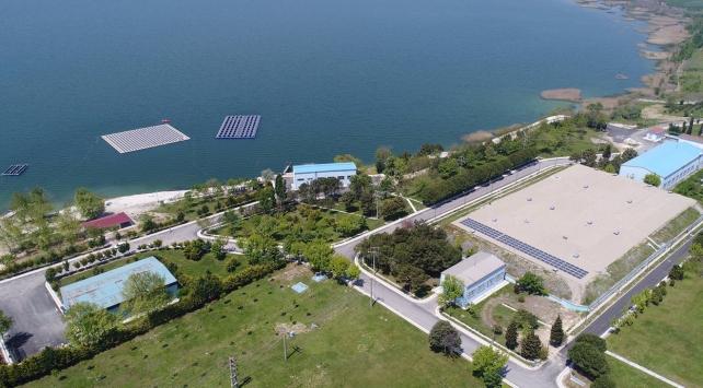Türkiyenin ilk yüzer güneş enerji santrali kuruldu