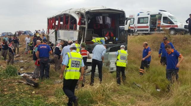 Amasyada yolcu otobüsü devrildi