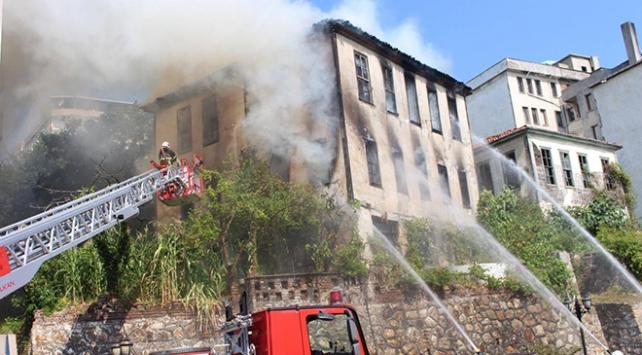 Tarihi bina küle döndü