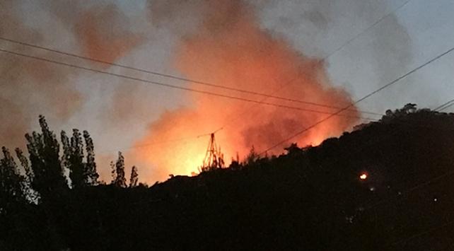 Karşıyakada makilik alanda yangın
