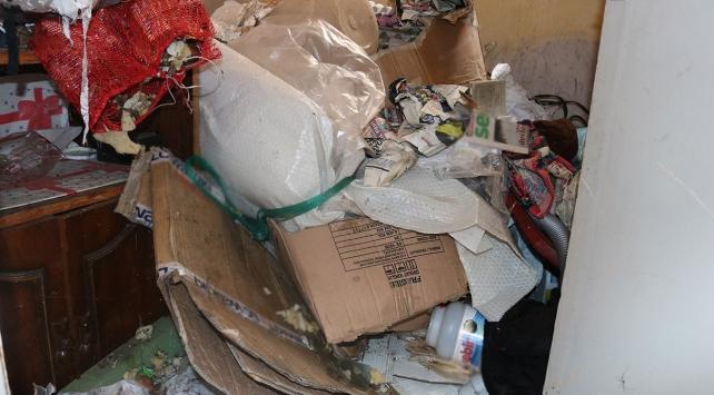 Evi çöplüğe çevirmiş!