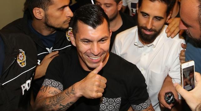 Beşiktaş, Gary Medel transferini tamamladı