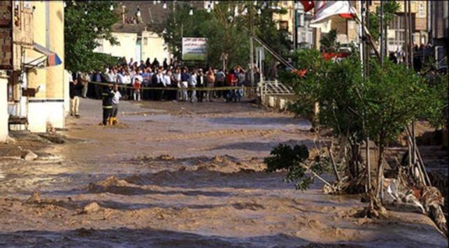 İranda sel felaketi 11 can aldı