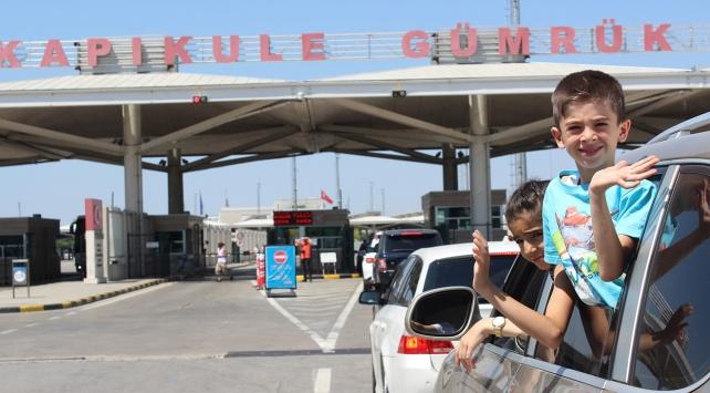 Gurbetçilerin dönüş yolculuğu sınır kapılarında yoğunluk oluşturdu