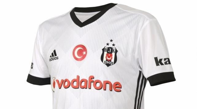 Beşiktaşın yeni formaları satış rekoru kırdı