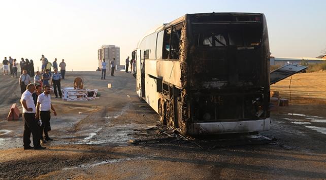 Kastamonuda yolcu otobüsü seyir halindeyken alev aldı