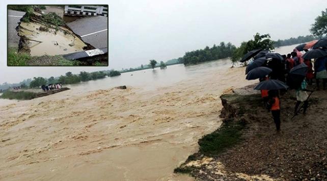 Kuvvetli yağış Nepali esir aldı