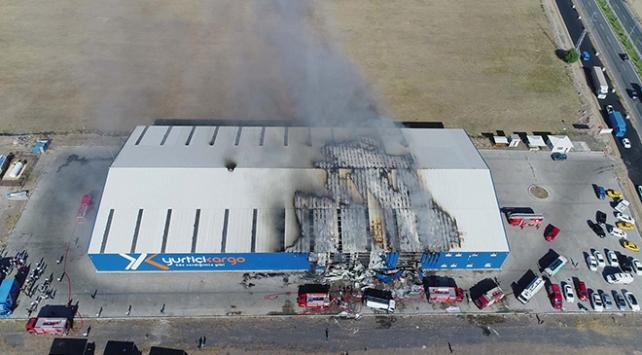 Kargo şirketinin deposunda yangın