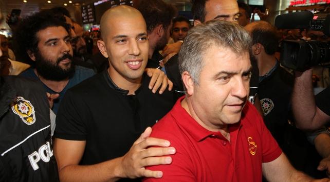Galatasarayın yeni yıldızı Feghouli İstanbulda