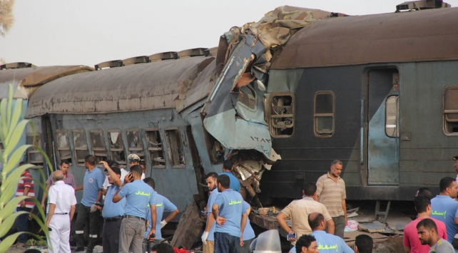 Mısırdaki tren kazasına yönelik soruşturmada 5 kişi gözaltına alındı