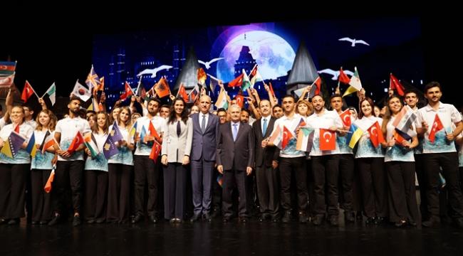 """57 ülkeden 700 genç Cumhurbaşkanlığı Külliyesinde """"Türkçe"""" veda etti"""