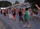 Çin'de 7'den 70'e herkes meydanda dans ediyor