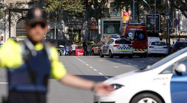 İspanyada minibüs kalabalığa daldı