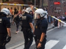 İspanya'da minibüs kalabalığa daldı