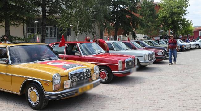 Klasik otomobil tutkunları Eskişehirde buluştu